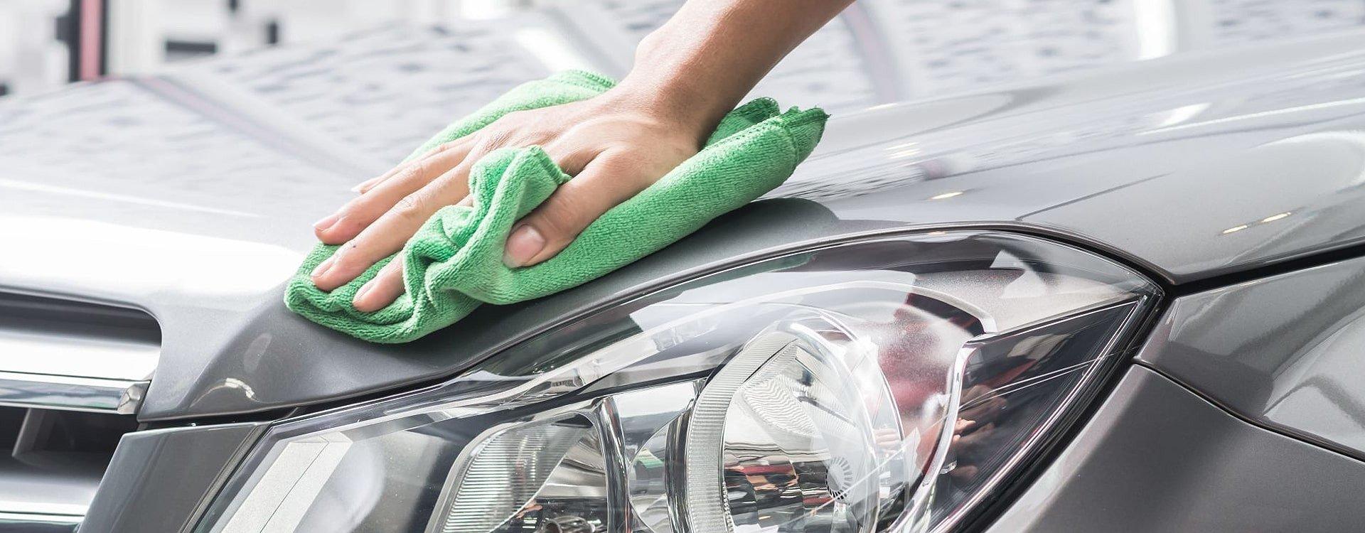 Jak usunąć rysy z samochodu?