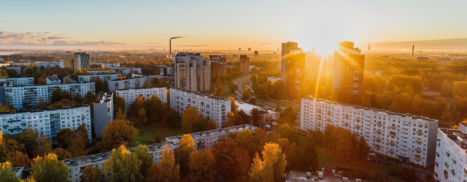 Mieszkania z wielkich płyt, czyli jak ochłodzić mieszkanie w bloku?