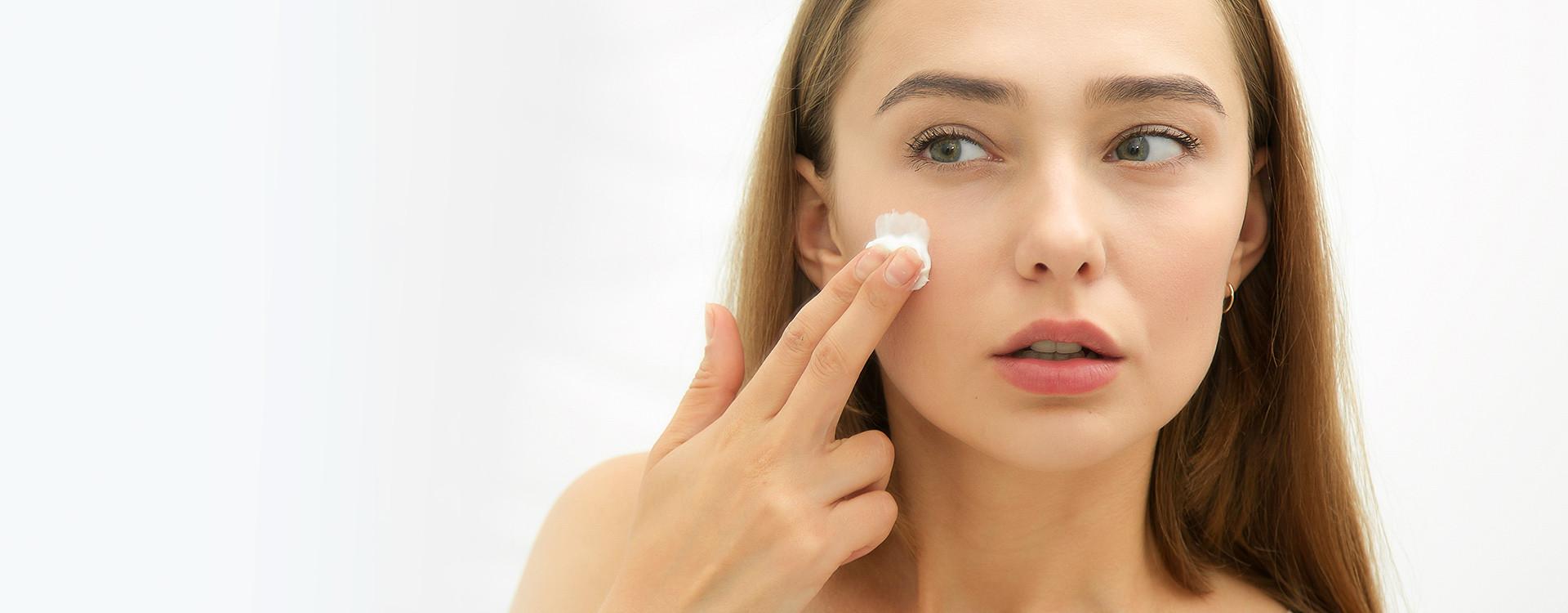 Pielęgnacja cery mieszanej: kremy, makijaż i nawilżanie