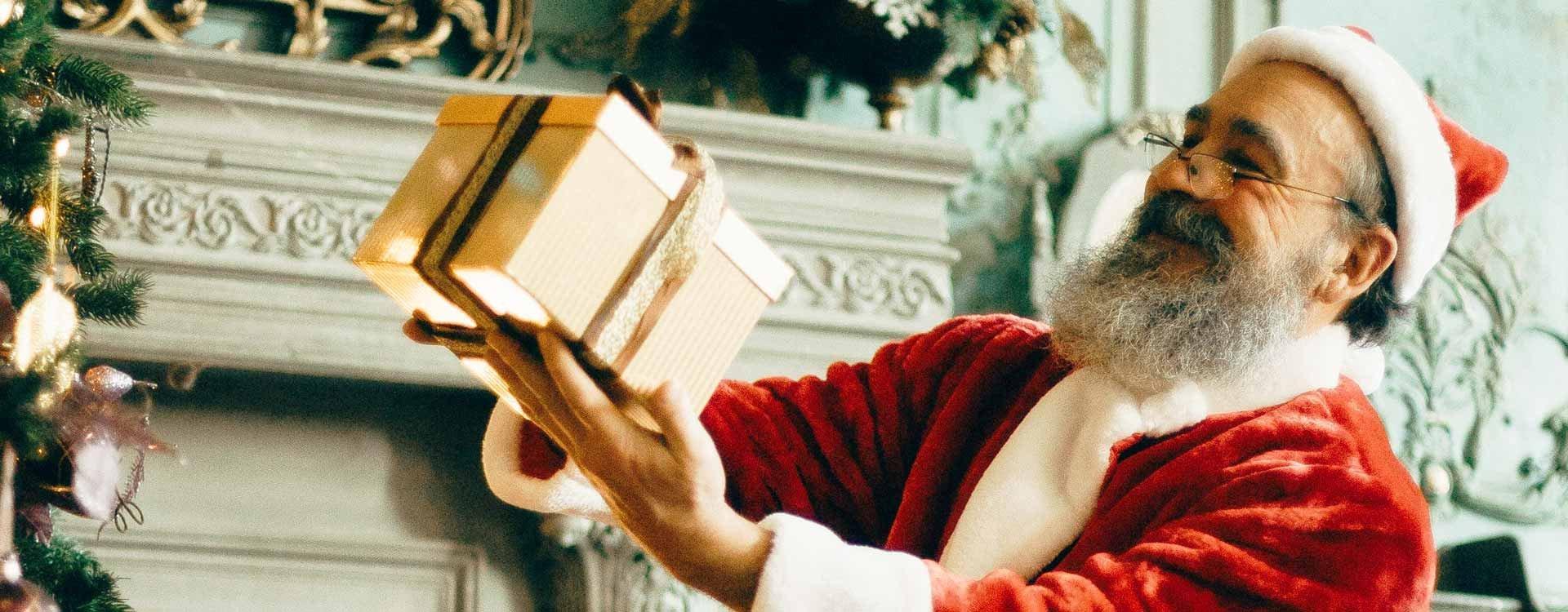Kto przynosi prezenty pod choinkę?