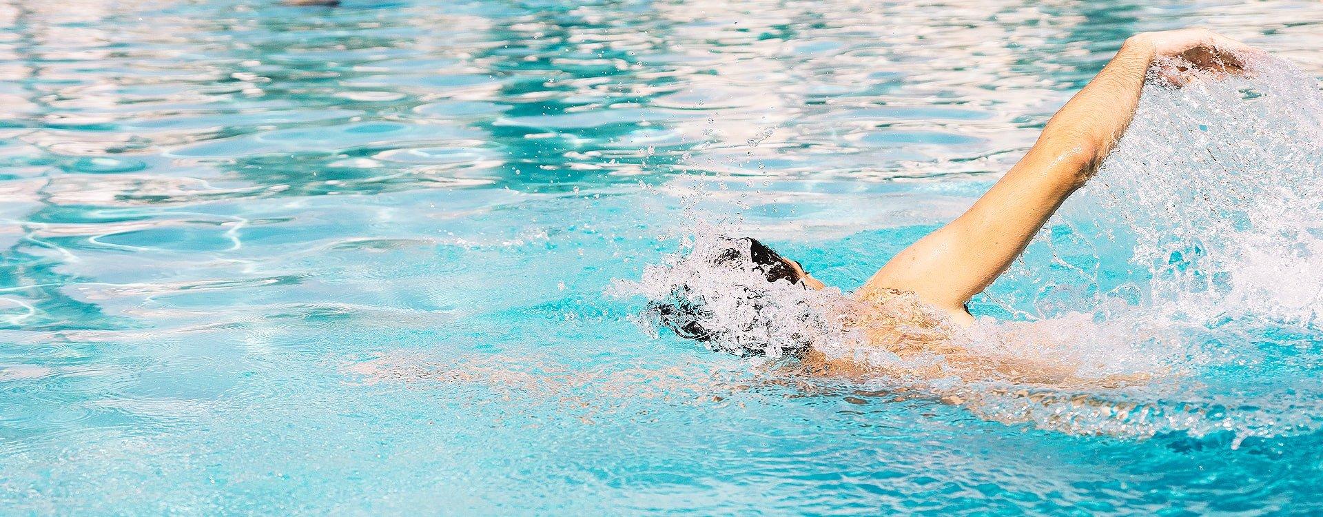 Dlaczego warto nauczyć się pływać?