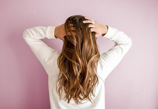 Jak wzmocnić włosy po lecie? Podpowiadamy!