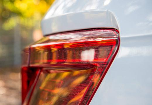Jak usunąć rysy na lakierze samochodowym?