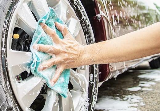 Mycie samochodu jeszcze nigdy nie było tak proste! Przygotuj własny zestaw profesjonalnych akcesoriów