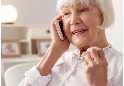 Jaki związek ma telefon dla seniora z Dniem bez Telefonu Komórkowego?