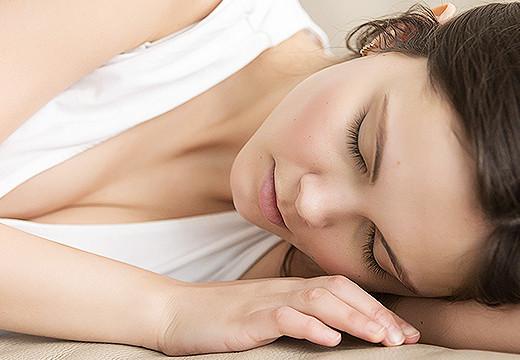 Kłopoty ze snem - jakie są przyczyny i jak sobie z nimi radzić?