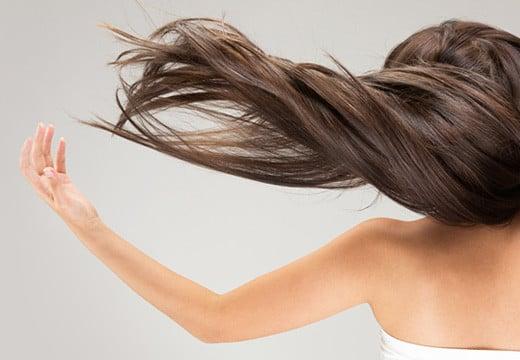 Co przyśpiesza porost włosów?