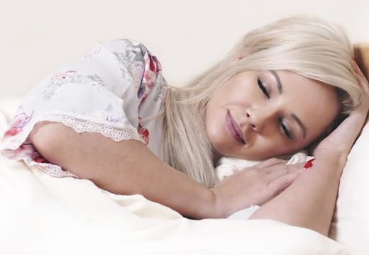 Jak spać, żeby się wyspać? Kilka rad na zdrowy sen