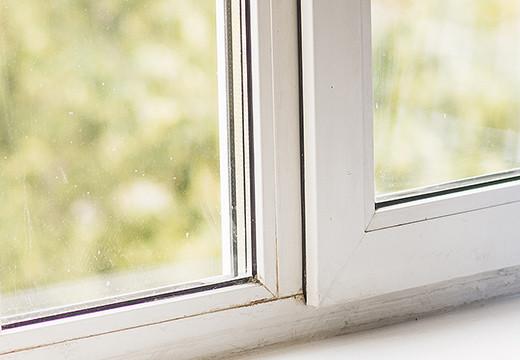 Jak uszczelnić okna? Produktami, które znajdziesz w każdym sklepie budowlanym!