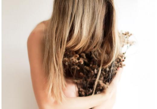 Wypadanie włosów jesienią - co można z tym zrobić?