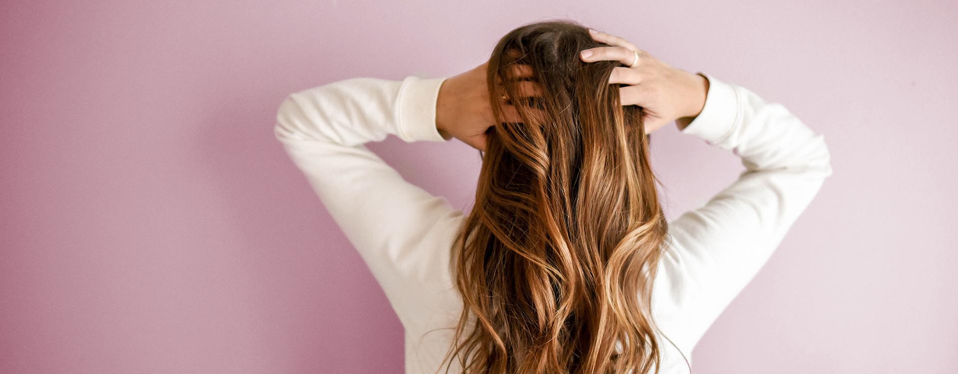 Jaki szampon na przetłuszczające się włosy?